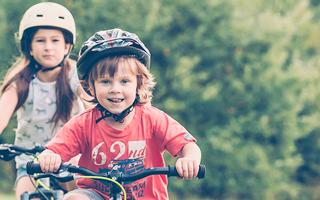 Biciklin a legkisebbek is: Hogyan válasszunk kerékpárt a gyerekeknek?