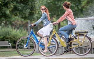 Két keréken a városban. Női bringák személyre szabva.
